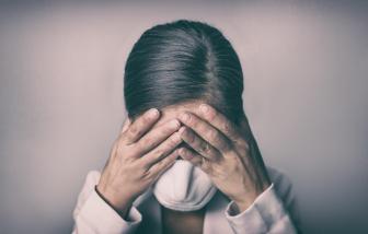 """Vấn nạn tự tử: """"bóng ma"""" của đại dịch COVID-19"""