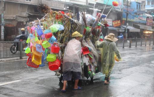 Chuyến xe hàng rong và nghĩa vợ chồng dưới cơn mưa nặng hạt