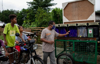 Chiếc xe ba bánh hóa trường học lưu động trong đại dịch ở Philippines