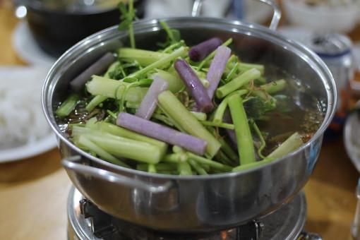 Sự kết hợp ẩm thực Trung - Nam trong món lẩu súng Long Hải