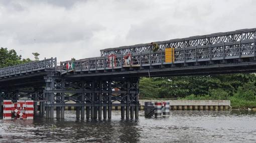 Sà lan tông sụp mố cầu sắt An Phú Đông