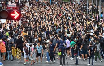 Bangkok tạm ngừng giao thông vì người biểu tình Thái Lan vẫn bất chấp