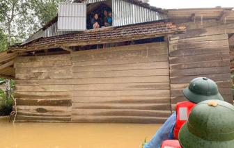 Hà Tĩnh: Học sinh nghỉ học, hàng ngàn hộ dân chạy lũ