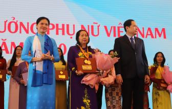 """""""Lá chắn thép"""" Trần Thị Ngọc Nữ được trao giải thưởng Phụ nữ Việt Nam"""
