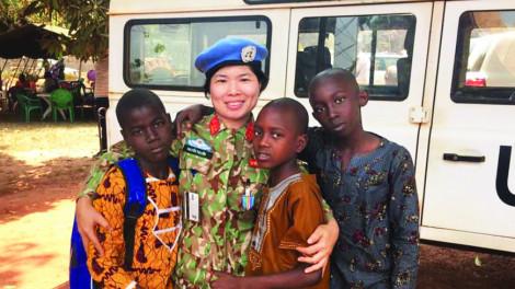 Nữ chiến sĩ mũ nồi xanh Việt Nam ở Trung Phi