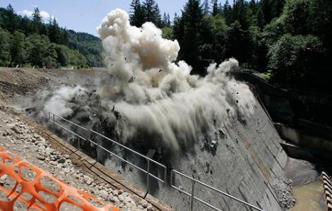 """Đập thủy điện là """"tội đồ"""" gây thảm họa cho con người?"""