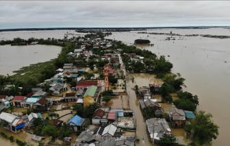 Cận cảnh vùng 12 ngày không có điện và nước sạch vì bị lũ cô lập ở Quảng Trị