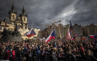 Châu Âu vượt mốc 250.000 ca tử vong, biểu tình tại Cộng hòa Séc vì COVID-19