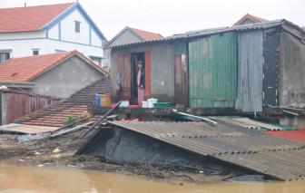 Quảng Bình: Nước lũ nhấn chìm hàng ngàn ngôi nhà, lực lượng cứu hộ khẩn cấp đi cứu dân