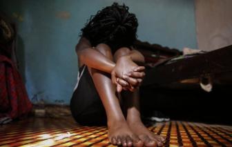 Nghỉ học vì COVID-19, trẻ em ở Kenya phải lao động kiệt sức, bán dâm để kiếm tiền