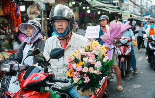 Chợ hoa sỉ lớn nhất Sài Gòn nhộn nhịp khách mua lẻ