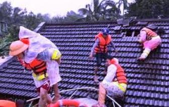 Lo nhu yếu phẩm bị thu gom, tăng giá vì mưa lũ miền Trung