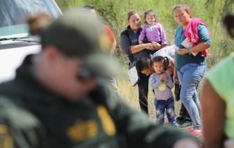 Hơn 500 trẻ em di cư vào Mỹ không tìm được cha mẹ
