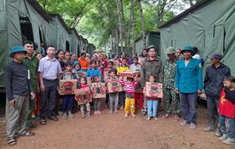 Nghệ An sơ tán hơn 1.300 người ra lán trại ở, tránh sạt lở đất