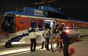 Trực thăng bay cấp cứu đưa 2 bệnh nhân từ Trường Sa về đất liền an toàn