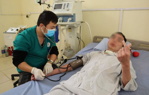 Bệnh nhân đặc biệt ra viện sau 12 năm chạy chữa