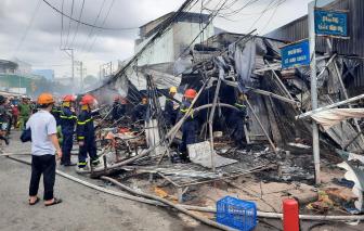 Cháy chợ ở Cà Mau, nhiều gian hàng bị thiêu rụi