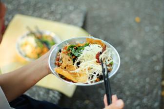 Những món ăn vặt gắn với tuổi thơ nhiều thế hệ người dân Sài Gòn