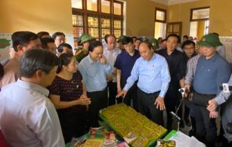 Thủ tướng kiểm tra việc khắc phục hậu quả mưa lũ tại Quảng Bình