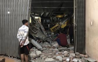Clip vụ tai nạn liên hoàn ở Quảng Ngãi: Chị bán thuốc tây thoát chết thần kỳ