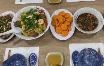 Bữa cơm gia đình ấm áp, yêu thương