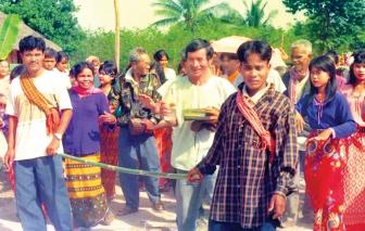Lễ rước rể của làng Tà Mun