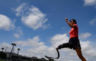 Cô gái một chân chống lại tình trạng kỳ thị người khuyết tật