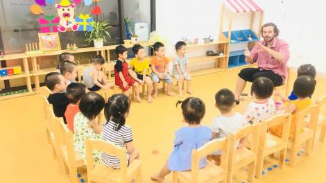 Dạy tiếng Anh cho trẻ mẫu giáo: Đừng để mỗi giáo viên phát âm một kiểu