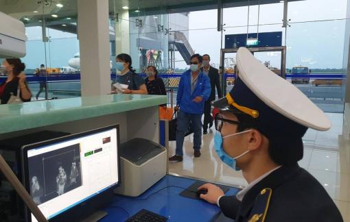 Hành khách bắt buộc mang khẩu trang khi đi máy bay