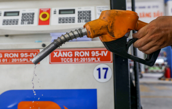 Giá xăng giảm gần 200 đồng/lít