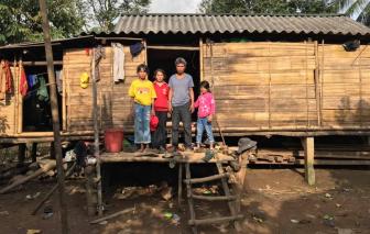 Một gia đình nghèo ở Quảng Trị muốn trả lại 10 triệu nhặt được từ quần áo cứu trợ