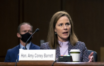 Bà Amy Coney Barrett chính thức đảm nhiệm vị trí thẩm phán Tòa án Tối cao