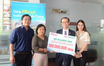 Báo Phụ Nữ tiếp nhận 100 triệu đồng từ FE CREDIT ủng hộ đồng bào miền Trung lũ lụt