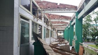 Bão số 9 thổi tung mái tôn bệnh viện ở Quảng Nam, Quảng Ngãi