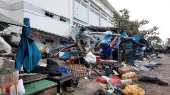 Chợ Tam Kỳ tan hoang, hàng hóa bị cuốn bay theo gió