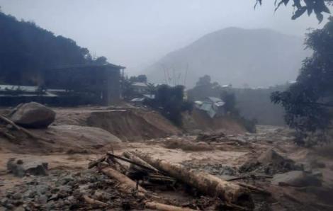 Quảng Nam: 2 cán bộ xã đi vận động bà con phòng tránh bão bị vùi lấp, mất tích
