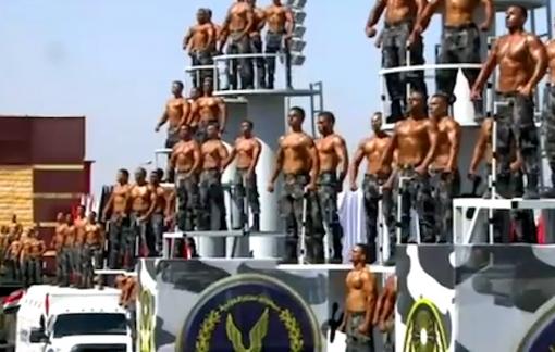 Clip: Tân binh cảnh sát Ai Cập biểu diễn tốt nghiệp như phim hành động