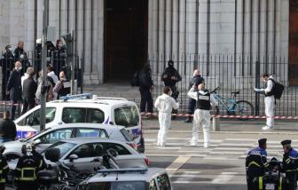 3 người chết sau vụ tấn công bằng dao ở Nhà thờ Đức Bà