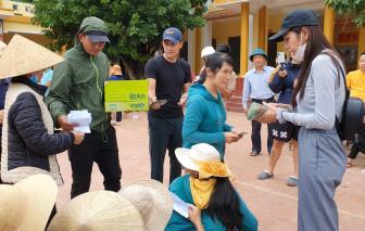 Thủy Tiên và Công Vinh trao 18 tỷ tiền cứu trợ cho hơn 6.000 hộ dân ở huyện Lệ Thủy