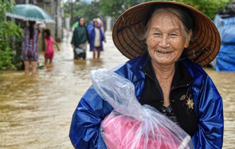 Nhiếp ảnh gia Trần Thế Phong: Trong bão lũ mới cảm nhận hết tình người