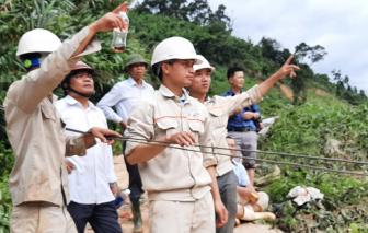 Clip: Dùng ròng rọc băng qua sông, cứu 80/200 công nhân thủy điện Đăk Mi 2