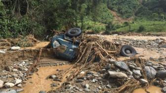 Hơn 1.000 người bị cô lập trong vụ núi lở ở Phước Lộc