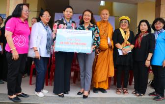 Hơn 1.200 suất quà tiếp tục đến với đồng bào vùng lũ tỉnh Quảng Trị, Quảng Bình
