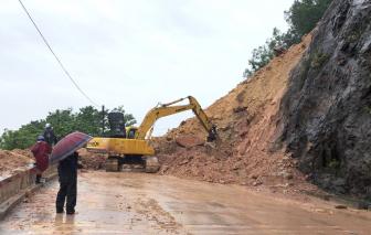 Nghệ An: Nhiều quốc lộ chia cắt do sạt lở, 2 người bị lũ cuốn trôi
