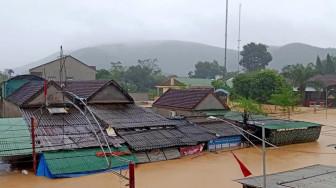 Nghệ An: Thủy điện đồng loạt xả lũ, nhà dân ngập tới nóc chỉ sau một đêm