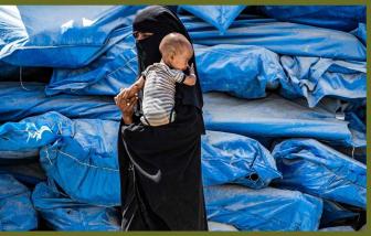 COVID-19 tấn công, phụ nữ và trẻ em cầu cứu bên trong trại tị nạn ở Syria