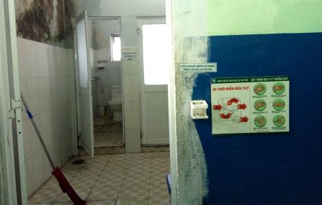 """""""Nản"""" với nhà vệ sinh bệnh viện"""