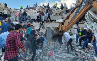 Khung cảnh đổ nát làm ít nhất 21 người chết, hơn 730 người bị thương sau trận động đất thảm khốc ở Thổ Nhĩ Kỳ