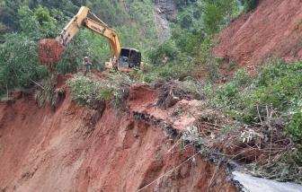 Quảng Ngãi nỗ lực thông đường lên các huyện miền núi vì sạt lở nghiêm trọng