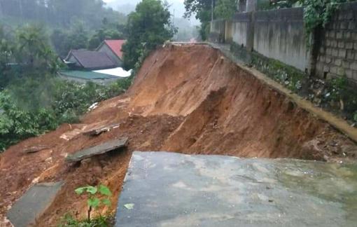 Nghệ An: Mưa lũ làm 6 người chết và mất tích, sạt lở đất vùi lấp nhiều căn nhà